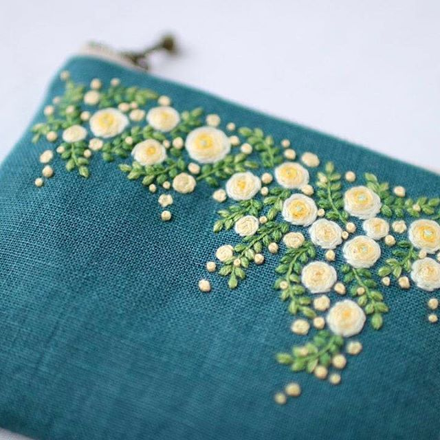 * . rosa banksiae . . #刺繍#手刺繍#ステッチ#手芸#embroidery#handembroidery#stitching#needlework#자수#broderie#bordado#вишивка#stickerei#ハンドメイド#handmade
