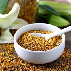 Eating bee pollen may help reduce seasonal allergies and give you extra energy. Here are 10 different recipe ideas that use bee pollen.