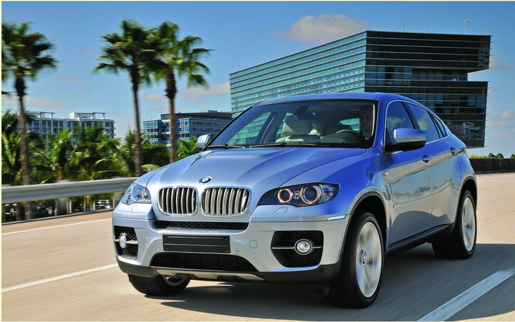 As published in the Auto Guide 2012The BMW X6 was designed to apply to buyers who are both in search of a sports car and a large utility vehicle but do not want to buy two separate vehicles. With her look tall pole cutting, X6 leaves anyone indifferent. Must admit that BMW has managed his bet, since other brands have then taken the concept, including Acura ZDX with her.   #autoes #car #cars guide #The Car Guide Online Guide 2012 BMW X6 2012: Performance and unbridled style