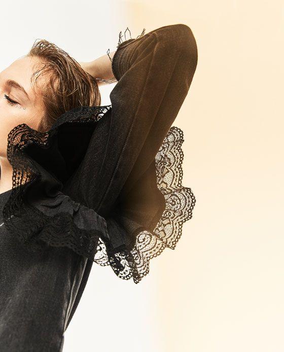 изображение 2 из ДЖИНСОВЫЙ ТОП С ВОЛАНОМ от Zara