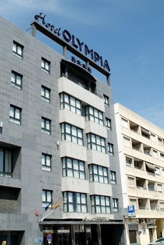 la fachada de nuestro hotel, junto al metro, parada Palmaret en Alboraya. A 5 minutos del centro de Valencia