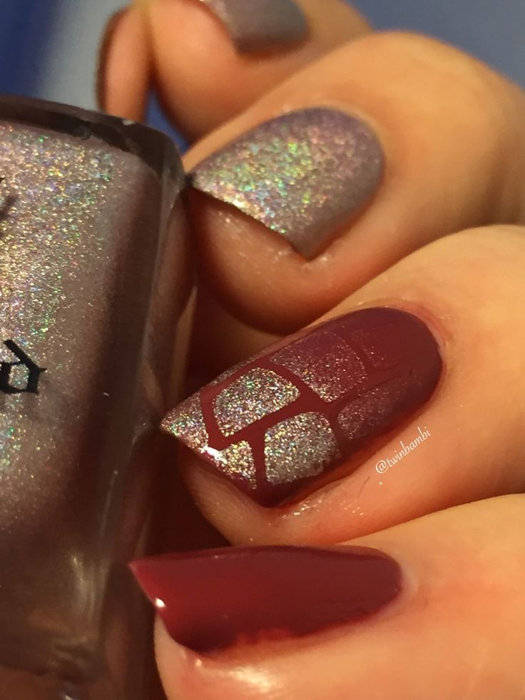 @appeal4 Cuddly Sweater and A England Her Rose Adagio Broken Glass vinyl is from the amazing @vinailicious15  Polishes from LuxBeauty.dk