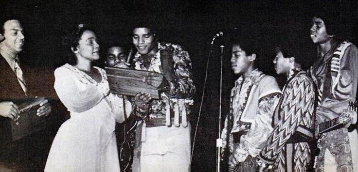 Коретта Скотт Кинг (вдова Мартина Лютера Кинга) и J5 12 июня 1972 года на первом ежегодном концерте в память о МЛК