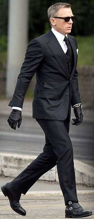 Daniel Craig spotted wearing  #TOMFORD three piece #suit during shooting SPECTRE in #London