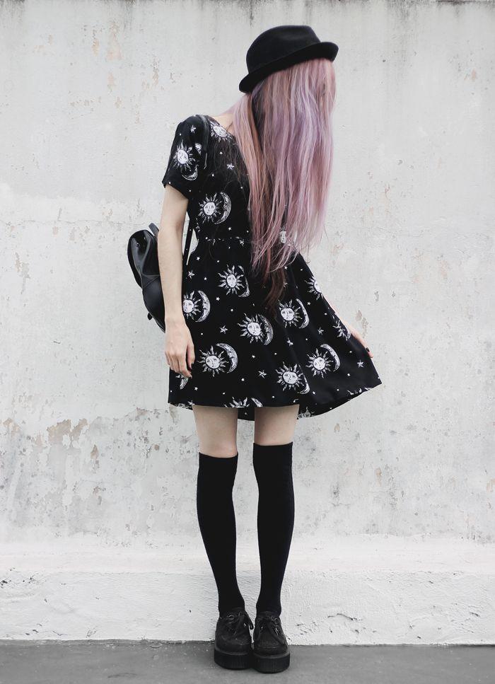 Vestido negro lunas y soles