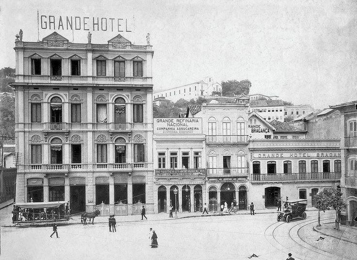 Fachada do antigo Hotel Bragança