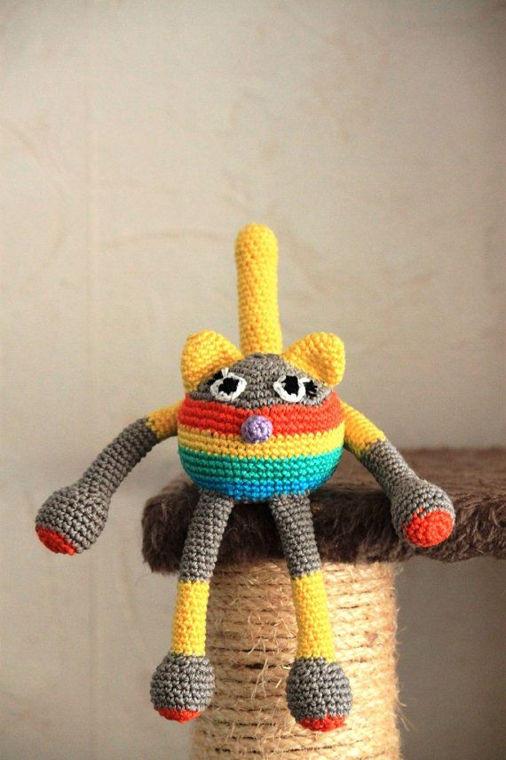 Super sweet and colourful amigurumi cat :)