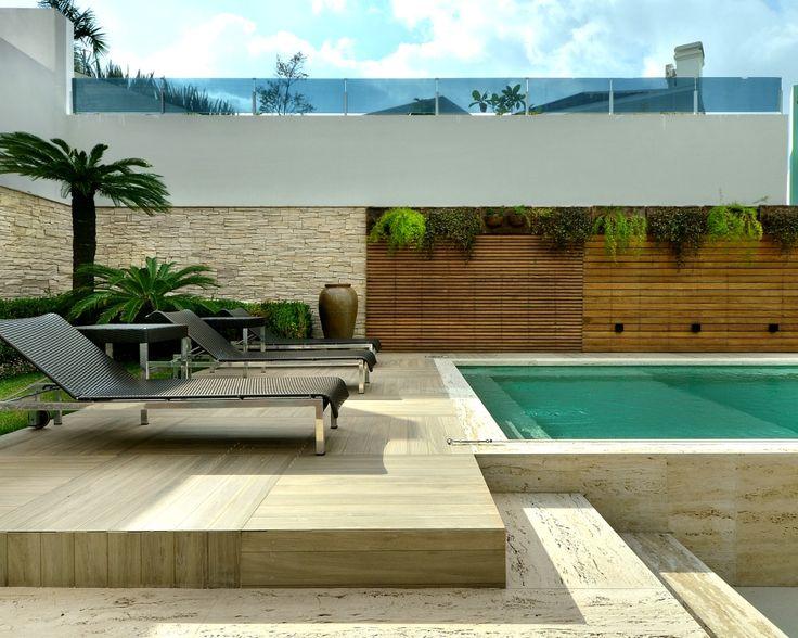 Eccostone, pedra modelo Schiefer Stein, cor Natural, compõe com outros materiais este belo projeto de área de lazer, arq. Ildo Silva