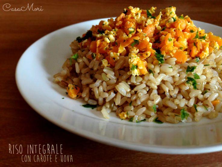 Riso integrale con carote, uova e prezzemolo