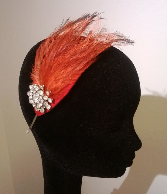 av Annina vintage jewelry tiara with red feathers www.avannina.fi #avannina #vintage #tiara