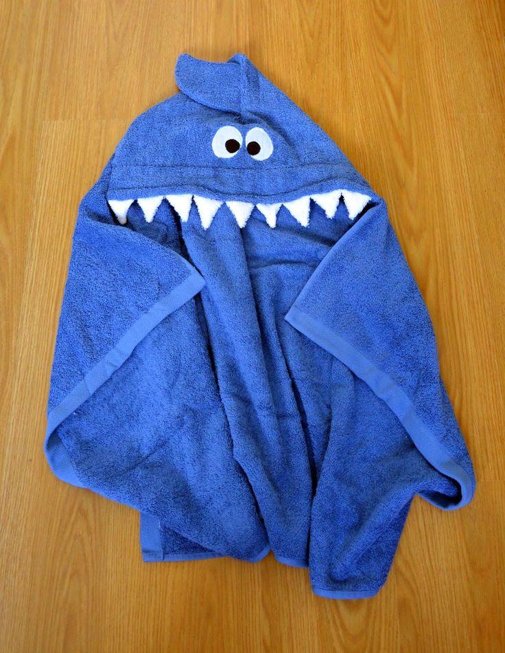 Toalla con capucha para bebé: tiburón   Aprender manualidades es facilisimo.com