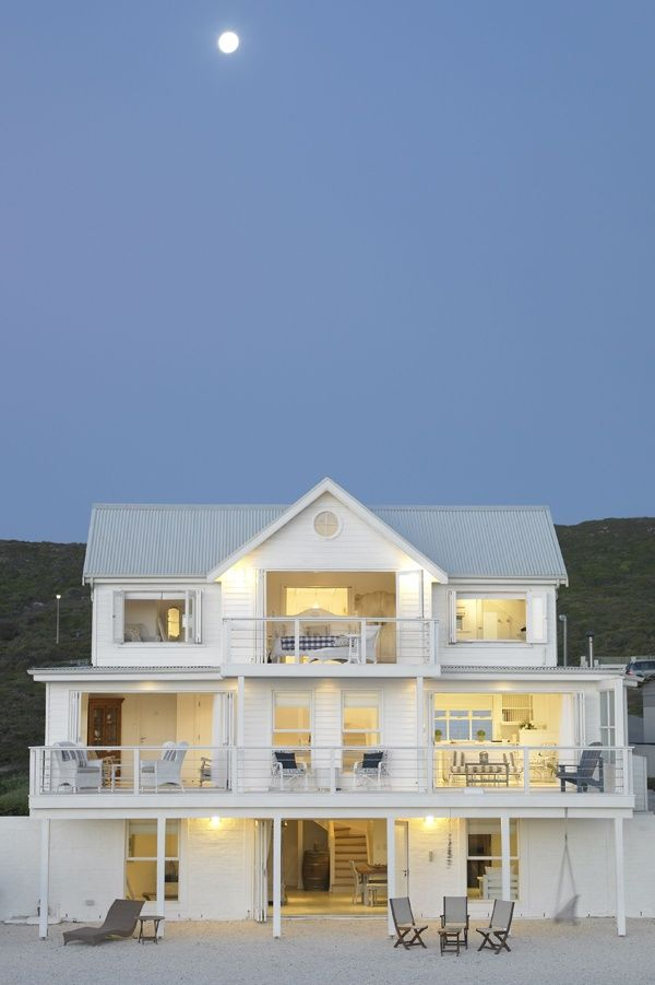 The ultimate beach house? (The White House Beach Villa in South Africa)