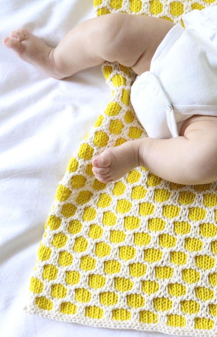 Starting to work on this pretty Bee Blanket #knittin #wak #weareknitters