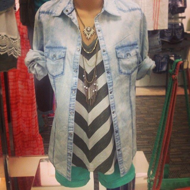 Chevron loose top is great for mom tummy. Denim, black & white chevron, mint. Longer shorts or knew skirt. #momfashion