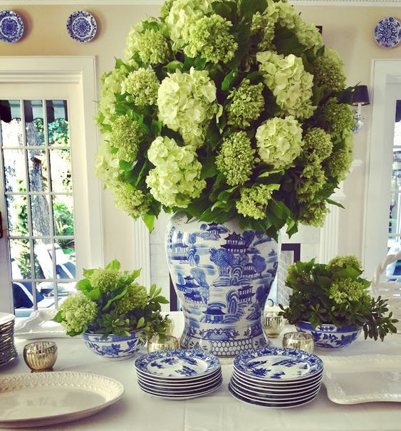 Beaux Mondes Designs A ginger jar filled with hydrangeas makes a stunning centerpiece.