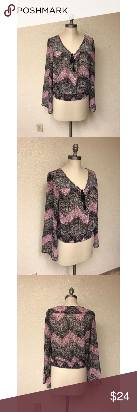 ❤️Love + Fire Chevron Top❤️ Excellent condition. Size large. No rips, stains or tears.  Length: 18 1/2 inches Bust: 17 1/2 inches Love + Fire Tops Tees - Long Sleeve