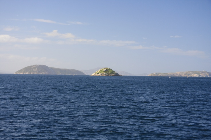 Heading out of the Princess Royal Harbour into the King George Sound it is easy to see why shipmen rejoyced to see the open, easy access to land with deep blue water. It is still today one of the worlds best natural deep water channels.
