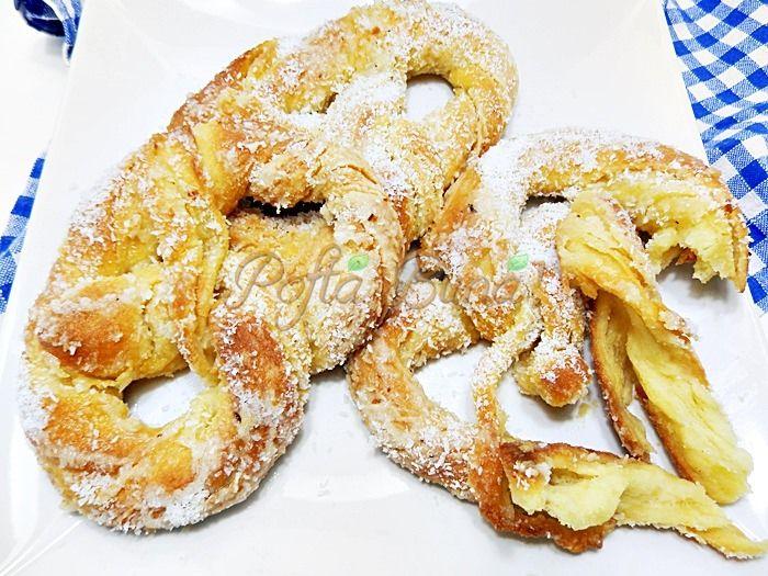 Covrigi polonezi insiropati, o reteta de mare efect, aluat dospit, pufoas, moale, in straturi, aromat cu vanilie, lamaie, cu gust bogat de unt.