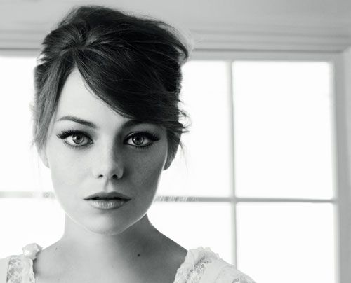 Girls Crushes, Favorite Celebrities, Emma Stone, Emma Stones Black And White, Celebrities Inspiration, Black And White Emma Stones, Funny Girls, Beautiful People, Free Games