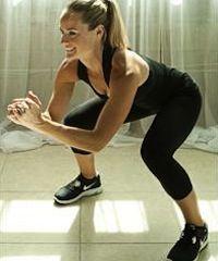 Thigh Gaps (letterlijk: een opening tussen de bovenbenen) gaat ons te ver (of je moet deze van nature bezitten natuurlijk), maar een paar strakke bovenbenen, dat zien we wel zitten. Niet alleen met het oog op onze bikini, maar ook omdat het hebben van een paar sterke benen blessures helpen voorkomen. Wij vonden tien oefeningen die er voor zorgen dat jouw benen super strak worden!