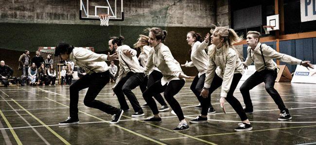 Dancing 4 Children: Eine Bandbreite von Rock 'n' Roll über Hip Hop bis zum akrobatischen Tanz. Die Künstler des Abends reisen aus allen ecken der Schweiz an, sie werden euch mit ausdruckstarken und kraftvollen Shows einheizen. Am 04.05.13 im Hotel Engel Liestal. Tix: www.ticketcorner.ch/freshdance-school-jeger-tickets.html?affiliate=PTT=artistPages/tickets=artist=tickets=443606