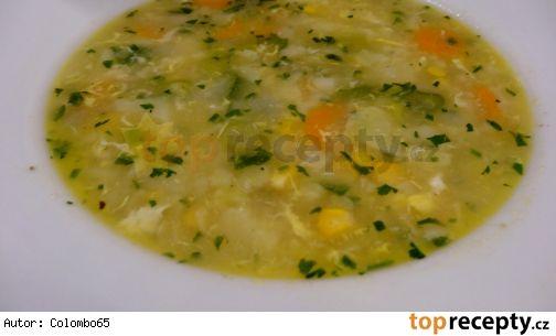 Květáková polévka s vejcem a kukuřicí