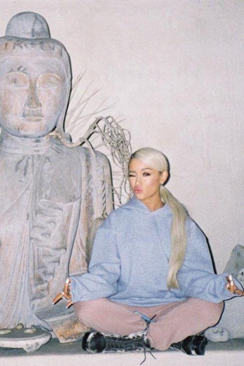 Pin By Whitesam4luvsamara White On Ari Grande In 2020 Ariana