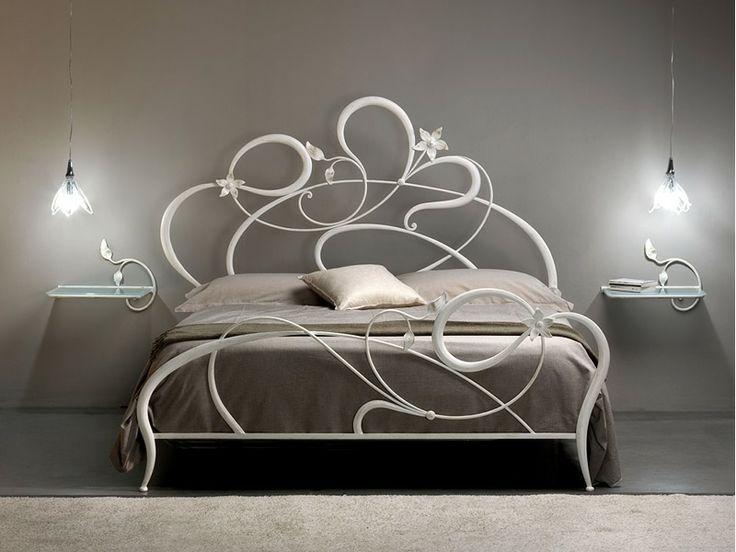 Este es la cama matrimonial por el dormitorio mas grande de la casa. Me gusta mucho porquè tiene una fantasia floral muy preciosa.