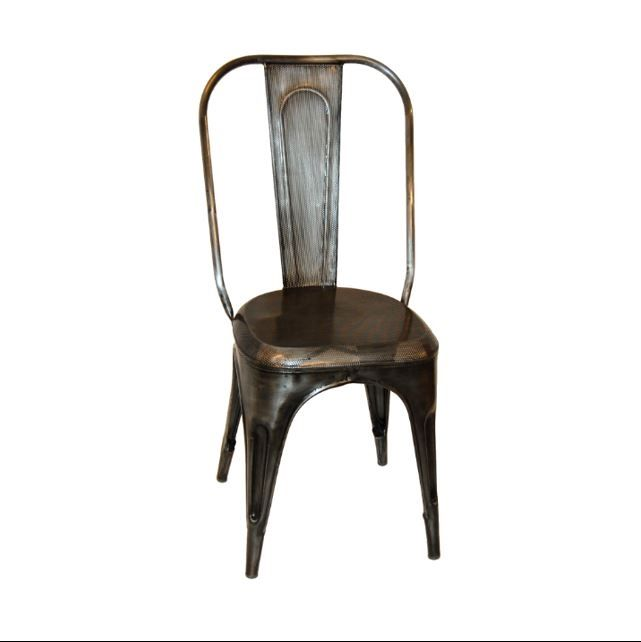 Stol med perforeret jern i sæde og ryg