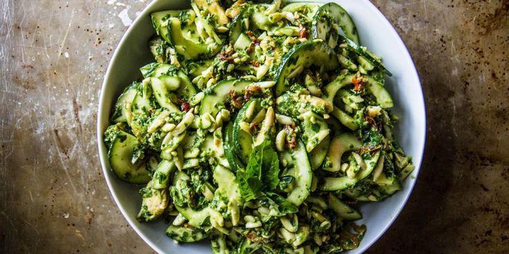 Salada de Quinoa e Feijão Preto(Quant. 1 pessoa)Ingredientes: 1/2 caneca de quinoa, 1 caneca de feijão preto, 1/2 abacate grande ou 1 pequeno, 1/2 ...