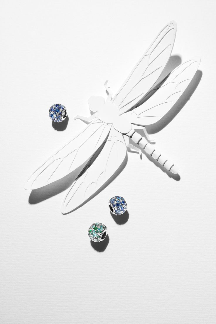 Get into the summer mood! PANDORA's multicolor mosaic pavé charms in green and blue hues will add some glitter to your tropical bracelet design. #PANDORAcharm