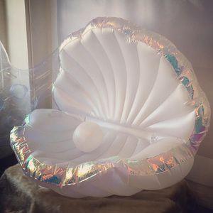 水原希子も注目 新ブランドプカプカの貝殻型浮き輪が話題