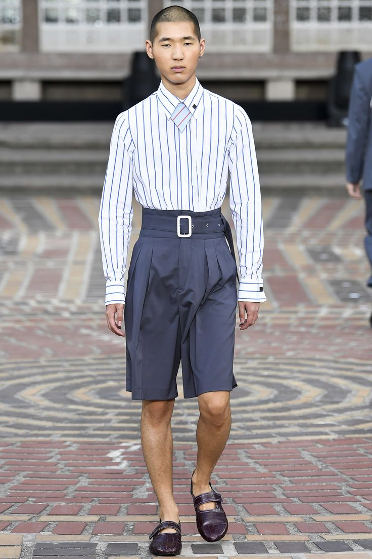 See the complete Kenzo Spring 2018 Menswear collection.