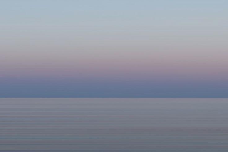 """Série """"minimal"""", la couleur des pyasages dans le Var (Provence-Alpes-Côte-D'Azur, PACA). Photo by Stéphanie Vigetta - Mwanga Vagabonde."""
