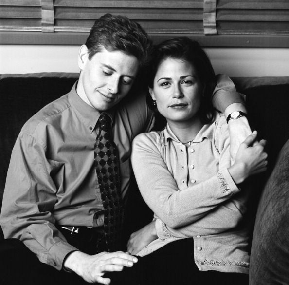 NEWSRADIO -- Season 2 -- Pictured: (l-r) Dave Foley as Dave Nelson, Maura Tierney as Lisa Miller