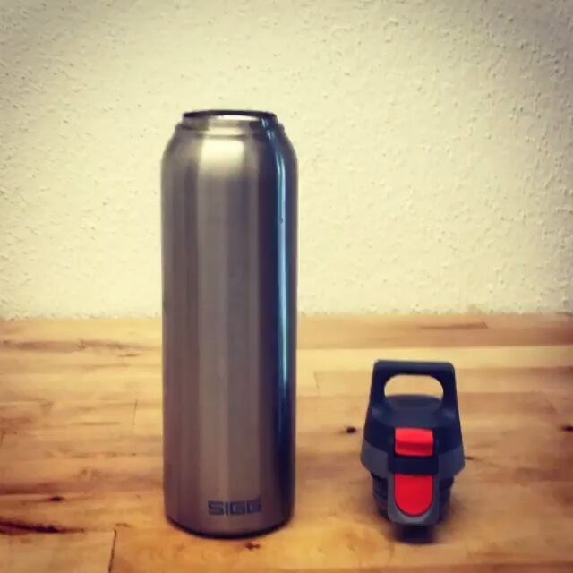 Brew, pour and enjoy all day!  SIGG Hot & Cold bottles are the perfect travel companions and will keep your drink the ideal temperature no matter the destination.  Video: @siggswitzerland