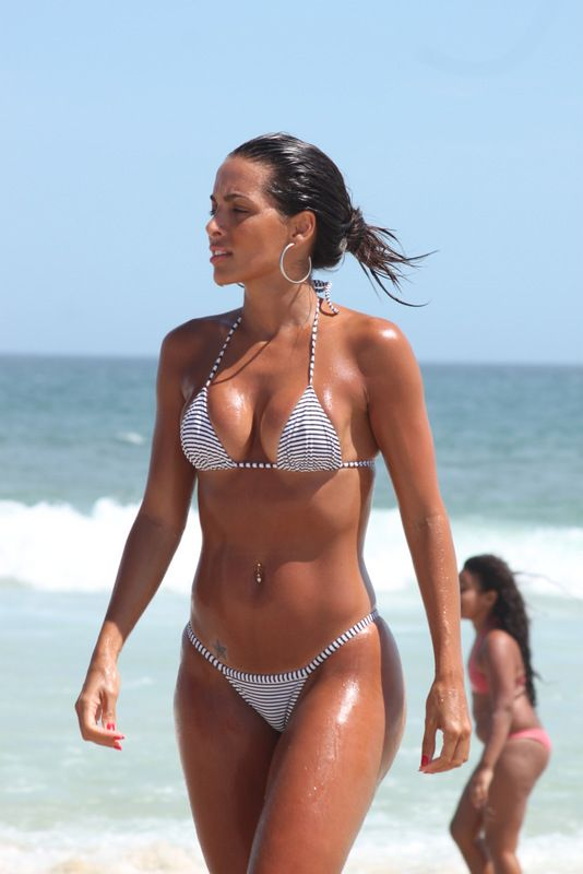 naked brazilian beach babes thongs