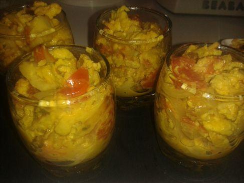 Verrines surimi/tomates/curry http://lesgourmandizdetifa.wordpress.com/2014/03/15/verrines-surimi-curry/