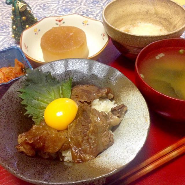 めし友納豆は、きょうの料理ビギナーズに載っていたレシピ。納豆にごま油とネギと卵を混ぜて食べます。 クリスマスイヴも私の食事はいつもと変わらず。 - 42件のもぐもぐ - 2014/12/24 お夕飯牛すじ丼、大根の煮物、めし友納豆、キムチ、お味噌汁 by kayorina