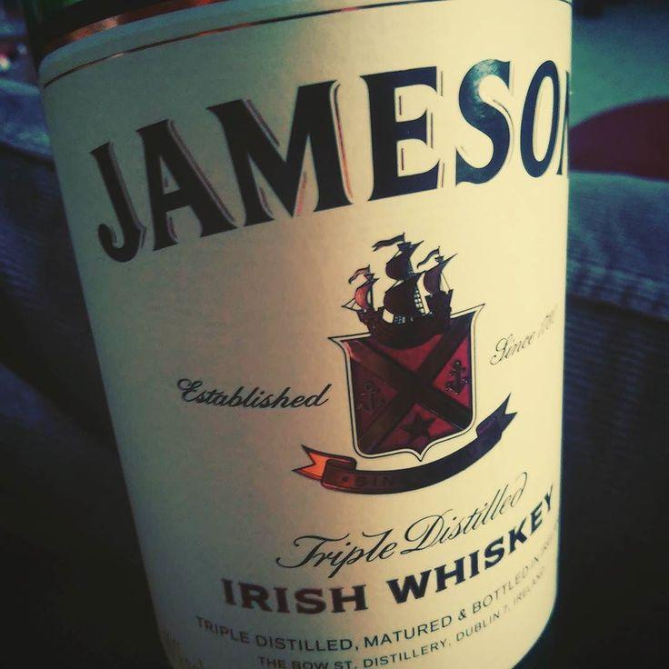 Pijeme vzpomínáme na Irsko :) a plánujeme co v roce 2017. #irsko #jameson #whiskey #instatravel #insta #ireland #midleton #dobrepiti #sbatuzkem