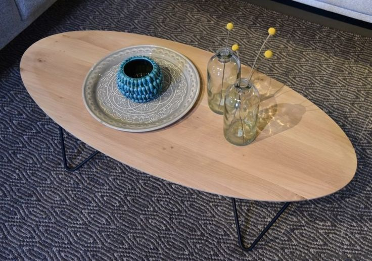 Ovale Salontafel Aron van eikenhout en met zwart frame - Woonwinkel Alle Pilat