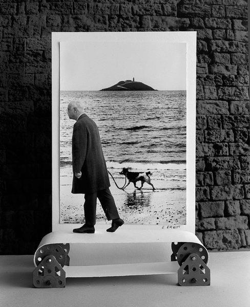 Gilbert Garcin: Elliott's dog (after Elliott Erwitt), 1995.
