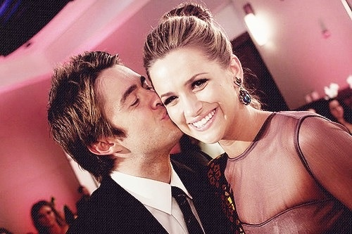 Are quinn and clay from one tree hill dating in real life