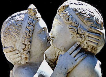 Amore e Psiche. Statua, marmo, IV sec. d.C., dalla Domus di Amore e Psiche (Ostia)