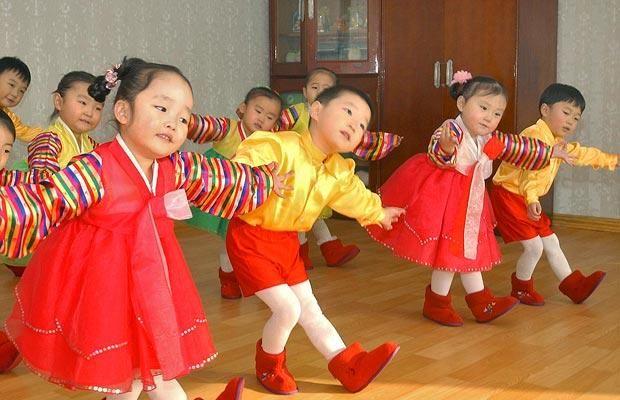 KoreaKorean Dancers, Asian Inspiration, North Korean, Korean Favorite, Korean Children, Korean Kids, Korean Folk, Korean People, Culture Korean