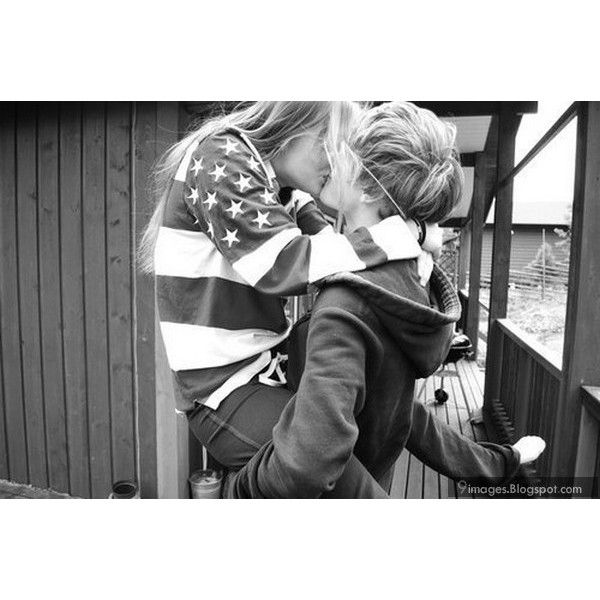 Kiss hug lift girl teen couple cute black and white ❤ liked on Polyvore featuring couples, pictures, backgrounds, love and people