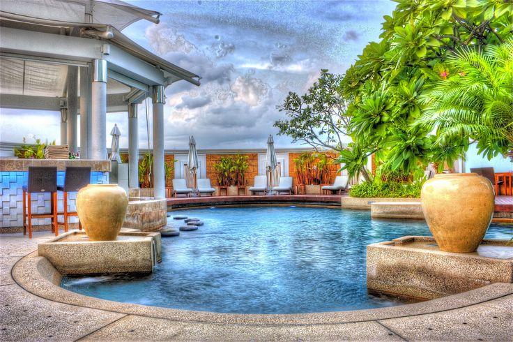 Consejos para decorar jardines con piscina - http://www.jardineriaon.com/consejos-decorar-jardines-piscina.html #plantas