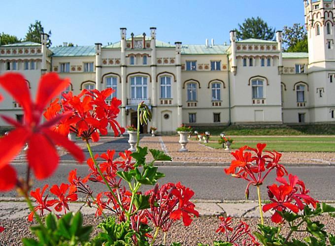 Pałac w Paszkówce // Niezwykłe eventy stworzy dla Ciebie http://www.eltoursandevents.com