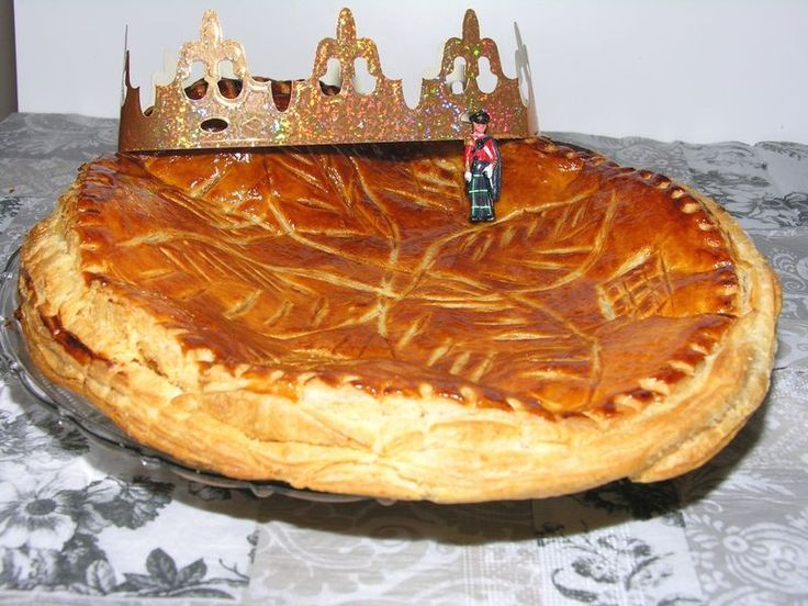 44 best images about three kings day dia de reyes on for Decoration galette des rois frangipane