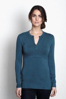 Camisa lactancia bambú Elva, última L Preciosa #camisa #azul de #lactancia confeccionada en #punto #jersey de #bambú. La camisa tiene un cuello estilo mao con corte en V. Te sentará muy bien con pantalones y faldas. El tejido de bambú es excepcionamente amoroso y #confortable, todo un #lujo para tu piel. Descúbrela en: www.tetatet.es Envíos internacionales #nursing #comfortable #shirt #elegant #breastfeed #Soft excellent #quality Find out at: www.tetatet.es International deliveries